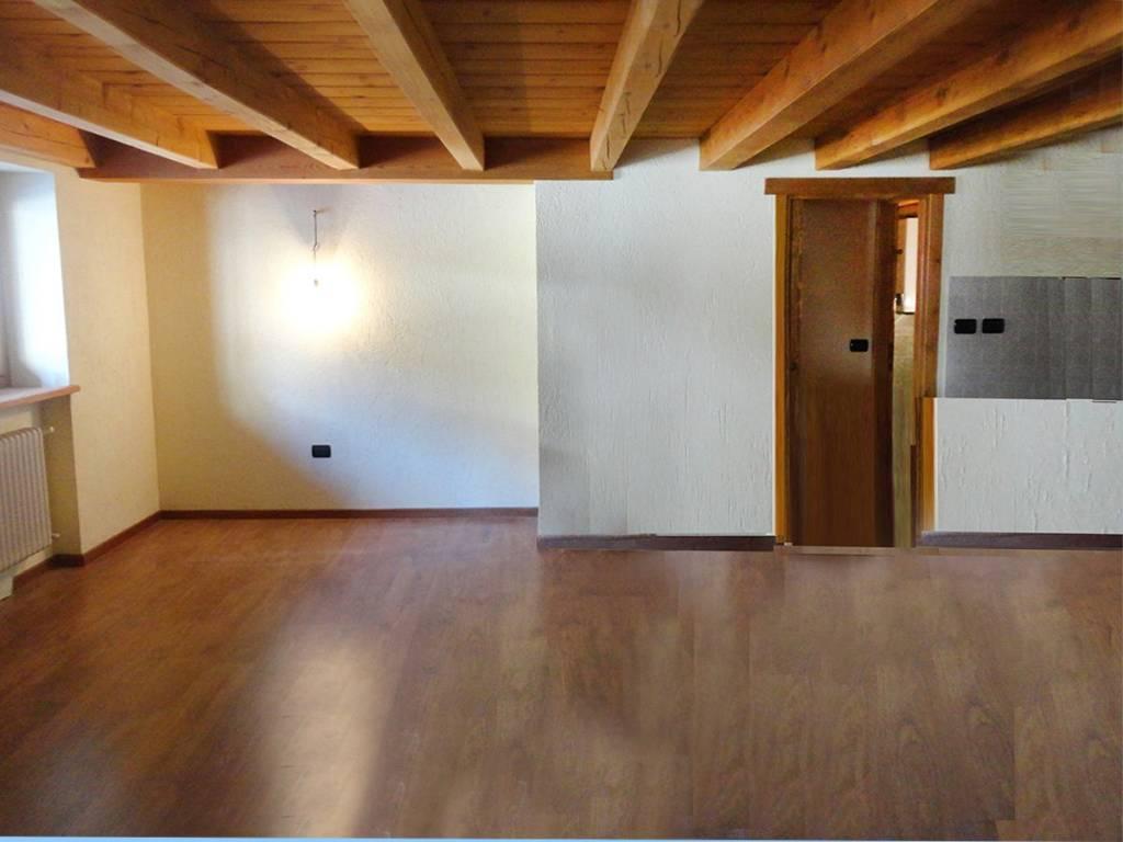 La Salle - Derby: caratteristico appartamento 105 mq con balconcino