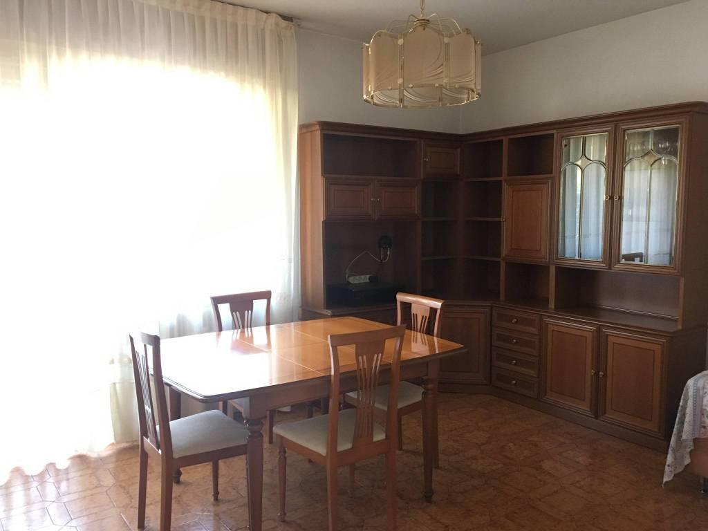 Appartamento in buone condizioni parzialmente arredato in affitto Rif. 9291831