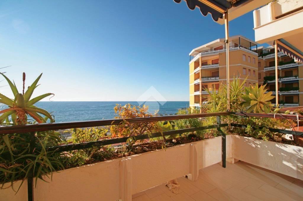Appartamento in ottime condizioni arredato in vendita Rif. 9156542