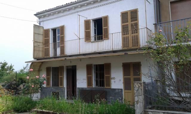 Rustico in Vendita a Castagnole Monferrato Centro: 5 locali, 100 mq