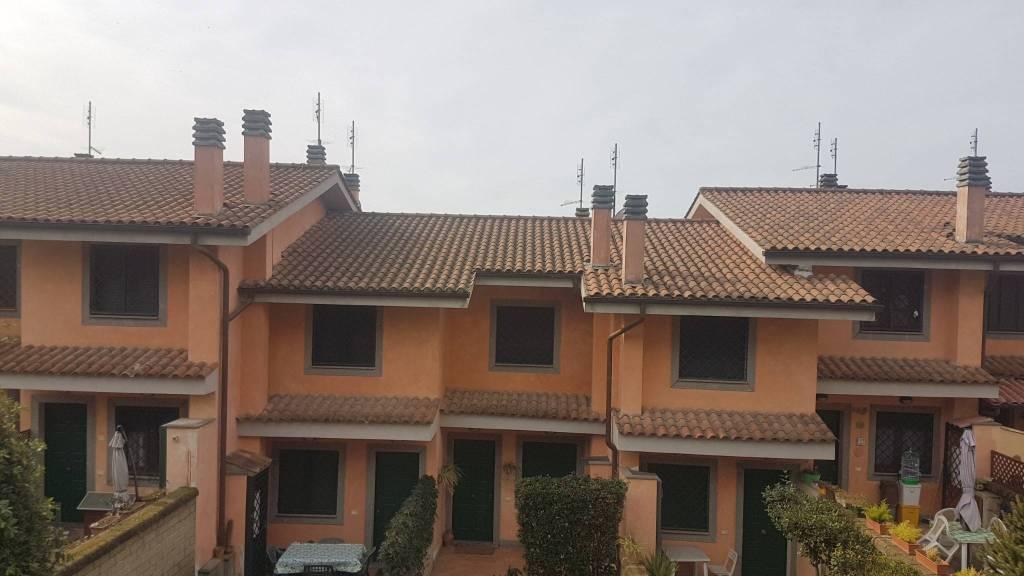 Villa a Schiera in vendita a Castelnuovo di Porto, 4 locali, prezzo € 135.000 | CambioCasa.it