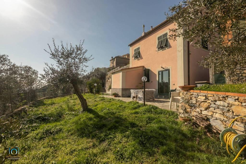 Foto 1 di Villa via ai Monti d'Orecchia 37, Genova (zona Quarto)