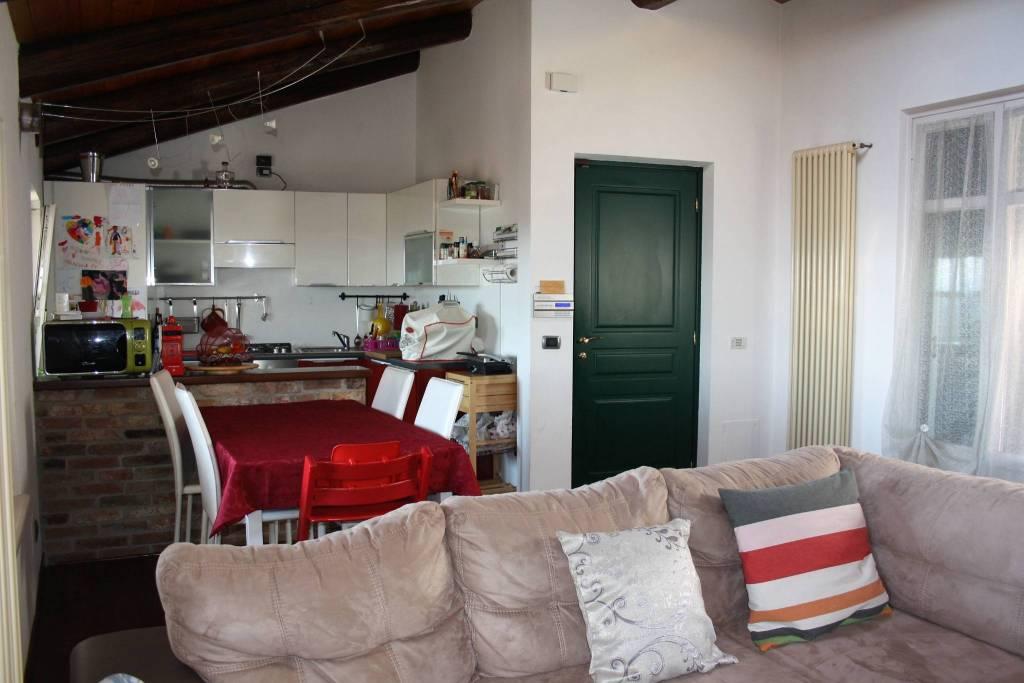 Attico / Mansarda in vendita a Roddi, 4 locali, prezzo € 190.000 | PortaleAgenzieImmobiliari.it