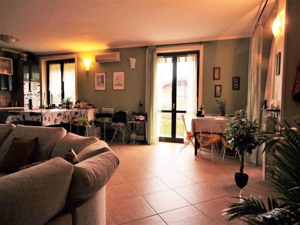 Appartamento in buone condizioni in vendita Rif. 9176342
