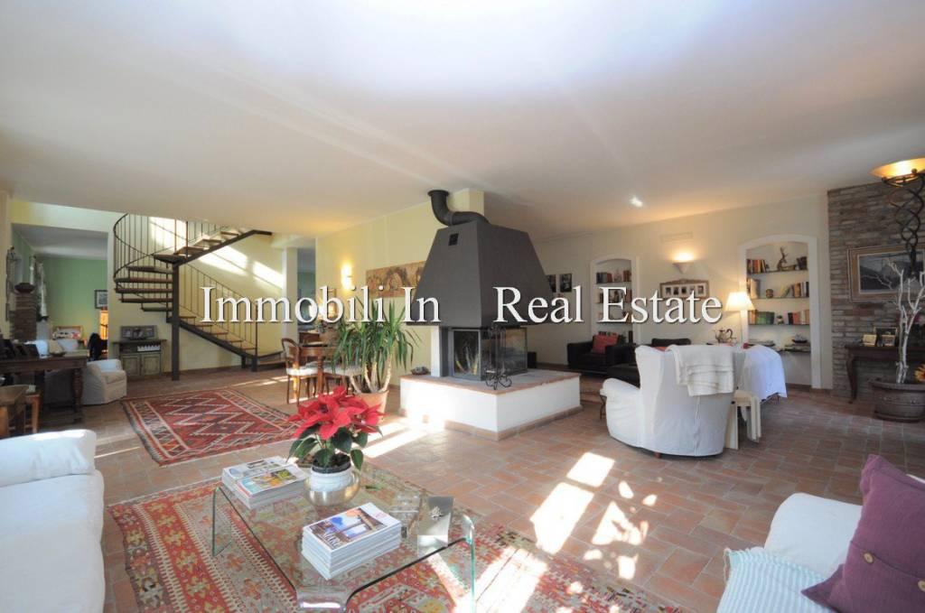Villa in vendita a Codevilla, 7 locali, prezzo € 460.000   CambioCasa.it