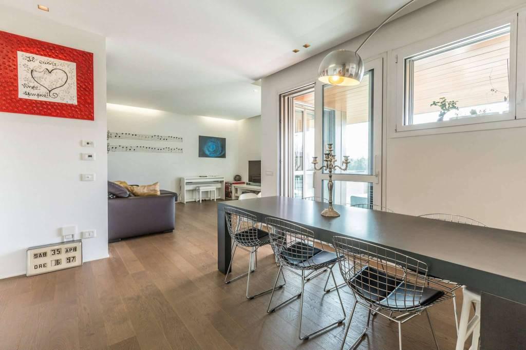 Appartamento in vendita a Casalecchio di Reno, 5 locali, prezzo € 600.000 | PortaleAgenzieImmobiliari.it