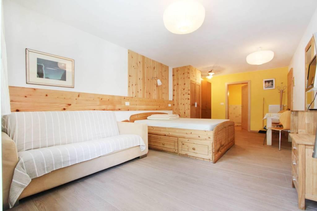 Appartamento in buone condizioni parzialmente arredato in vendita Rif. 8464141