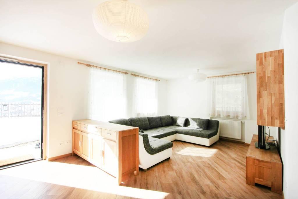 Appartamento in buone condizioni parzialmente arredato in vendita Rif. 8464143