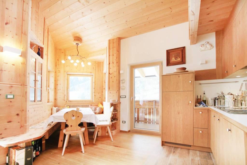 Appartamento in buone condizioni parzialmente arredato in vendita Rif. 8464145