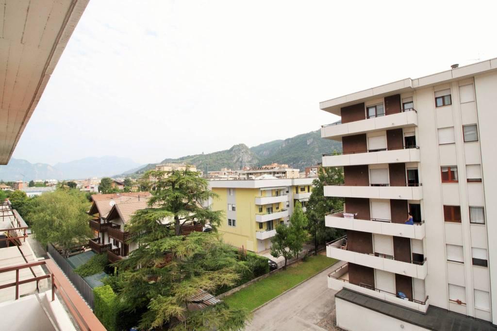 Appartamento in ottime condizioni parzialmente arredato in vendita Rif. 7567473