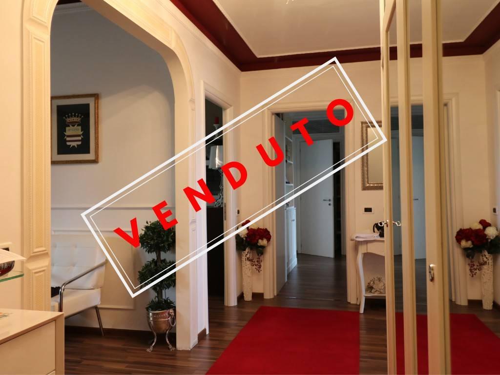 Appartamento in ottime condizioni parzialmente arredato in vendita Rif. 8913375