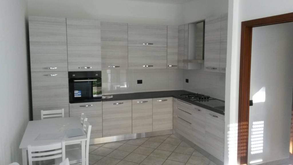 Appartamento in ottime condizioni arredato in affitto Rif. 9361844