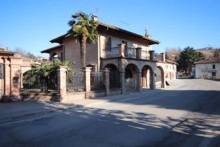 Rustico / Casale in vendita a Diano d'Alba, 6 locali, prezzo € 520.000   PortaleAgenzieImmobiliari.it