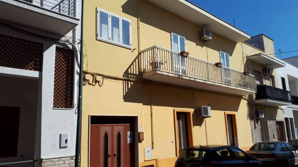 Appartamento in buone condizioni parzialmente arredato in vendita Rif. 8833454
