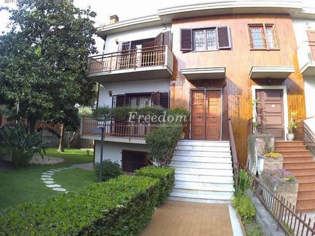 Villa in Vendita a Catania Centro: 5 locali, 270 mq