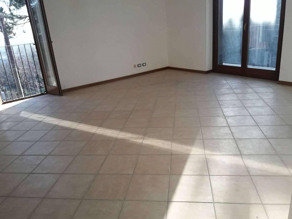 Appartamento in vendita a Villa Guardia, 4 locali, prezzo € 180.000 | PortaleAgenzieImmobiliari.it