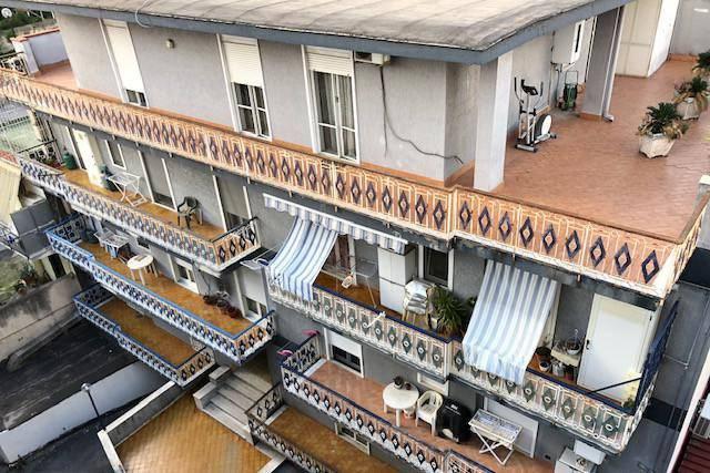 Quadrilocale con ampio terrazzo, via Giovanni della Rocca