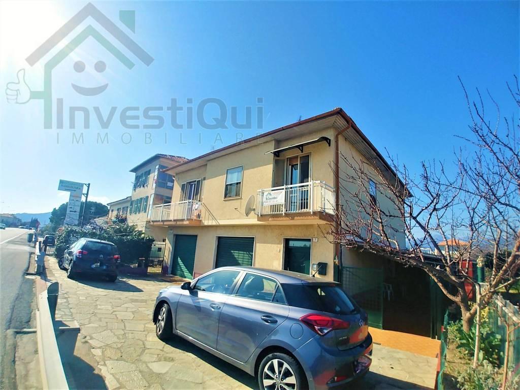Foto 1 di Trilocale Regione Carenda 21, Albenga