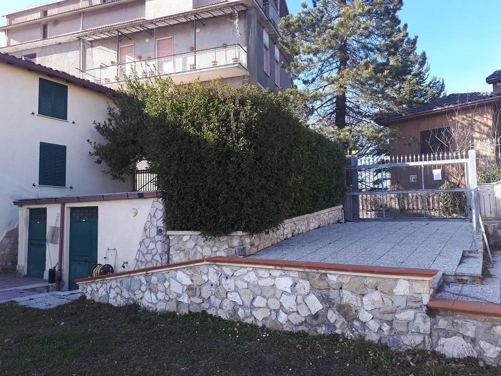 Casa indipendente quadrilocale in vendita a Nespolo (RI)