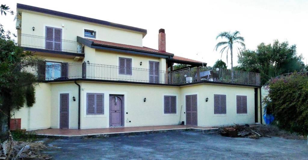 Appartamento in Affitto a Sant'Agata Li Battiati Centro: 5 locali, 250 mq