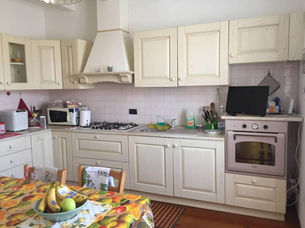 Appartamento in vendita a Uscio, 4 locali, prezzo € 115.000   CambioCasa.it