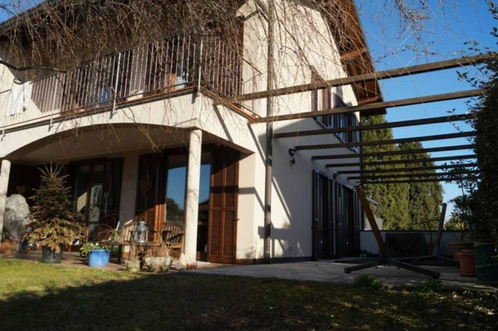 Villa in vendita a Taino, 4 locali, prezzo € 268.000 | CambioCasa.it