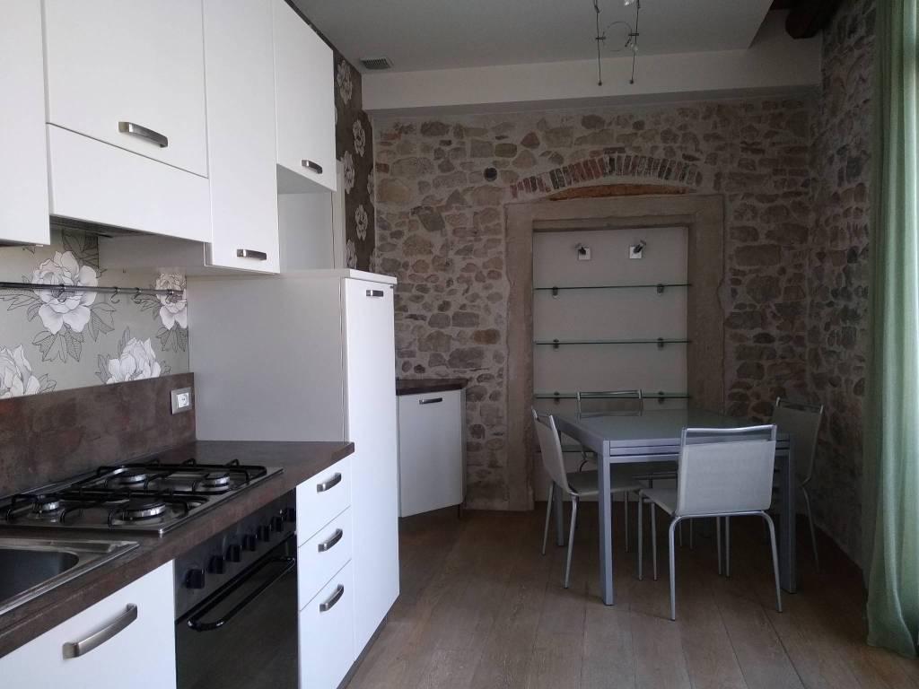 Appartamento in ottime condizioni arredato in vendita Rif. 9142149