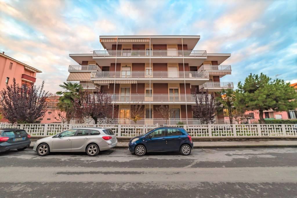 Appartamento in buone condizioni in vendita Rif. 8734660