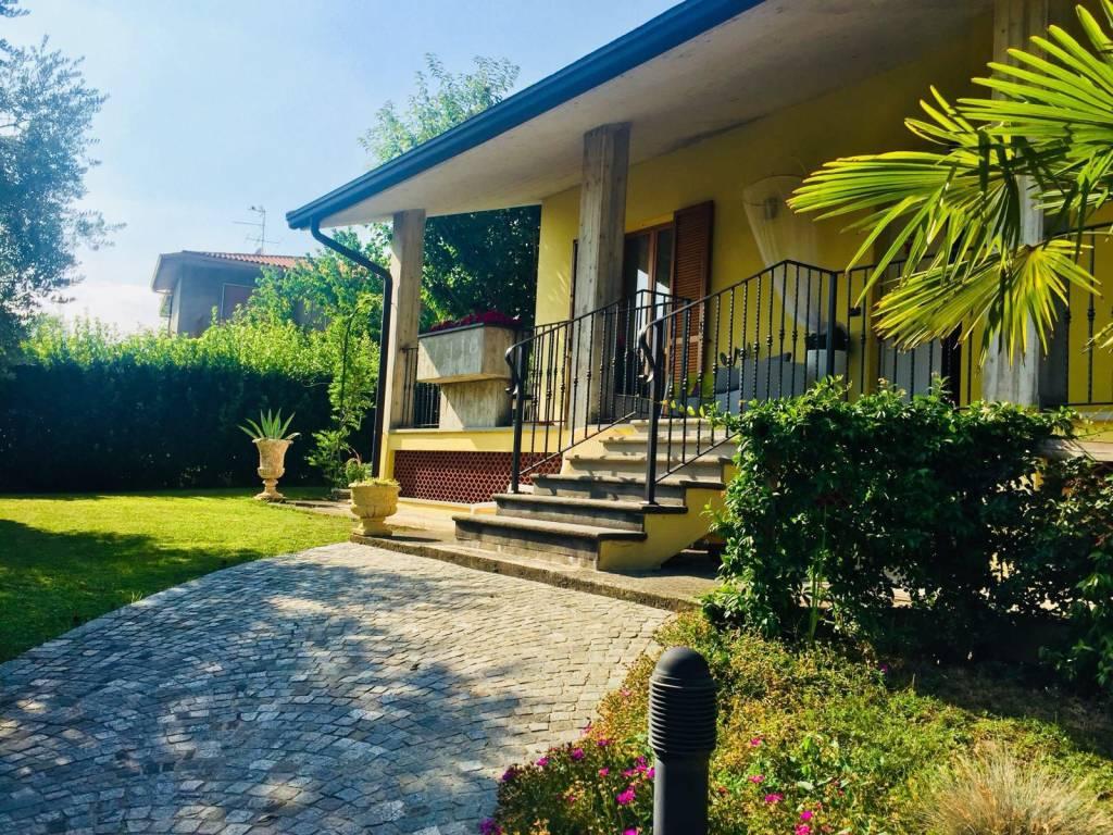 Villa in Vendita a Sotto il Monte Giovanni XXIII
