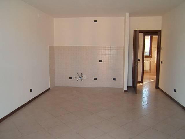 Appartamento in affitto a Scanzorosciate, 2 locali, prezzo € 500 | CambioCasa.it