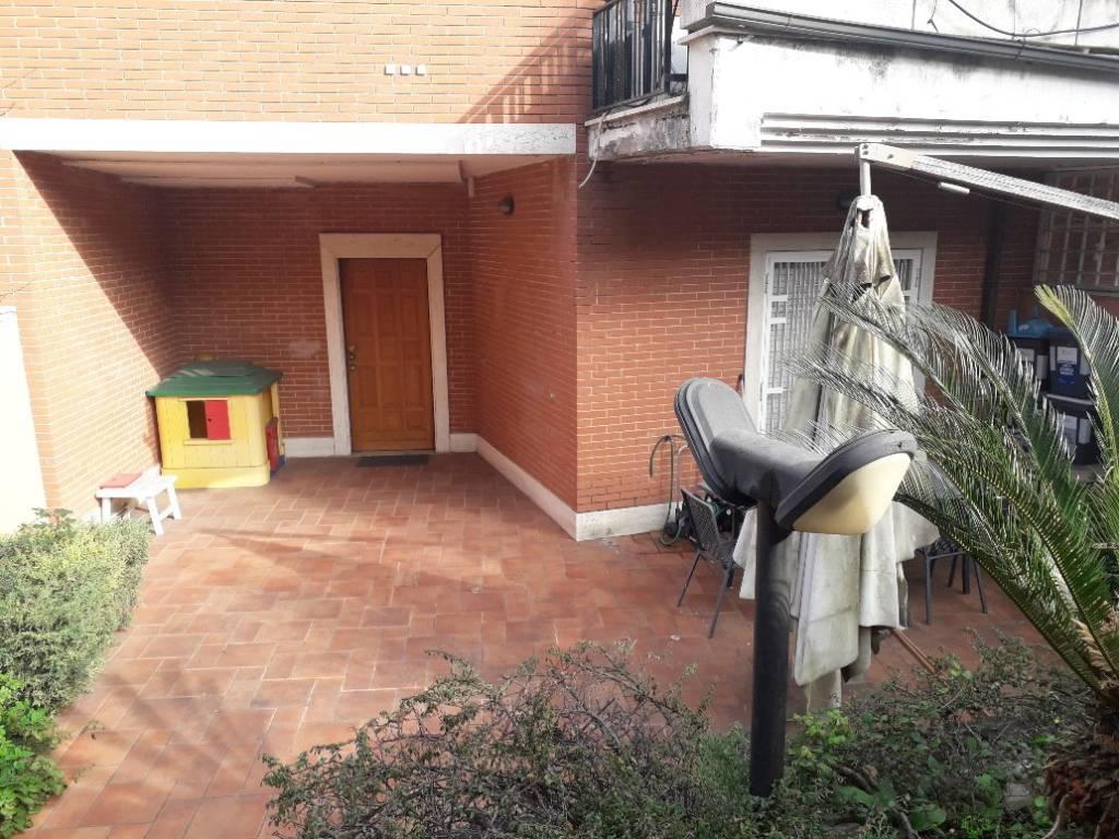 Villa a Schiera in vendita a Roma, 10 locali, zona Zona: 22 . Eur - Torrino - Spinaceto, prezzo € 689.000 | CambioCasa.it