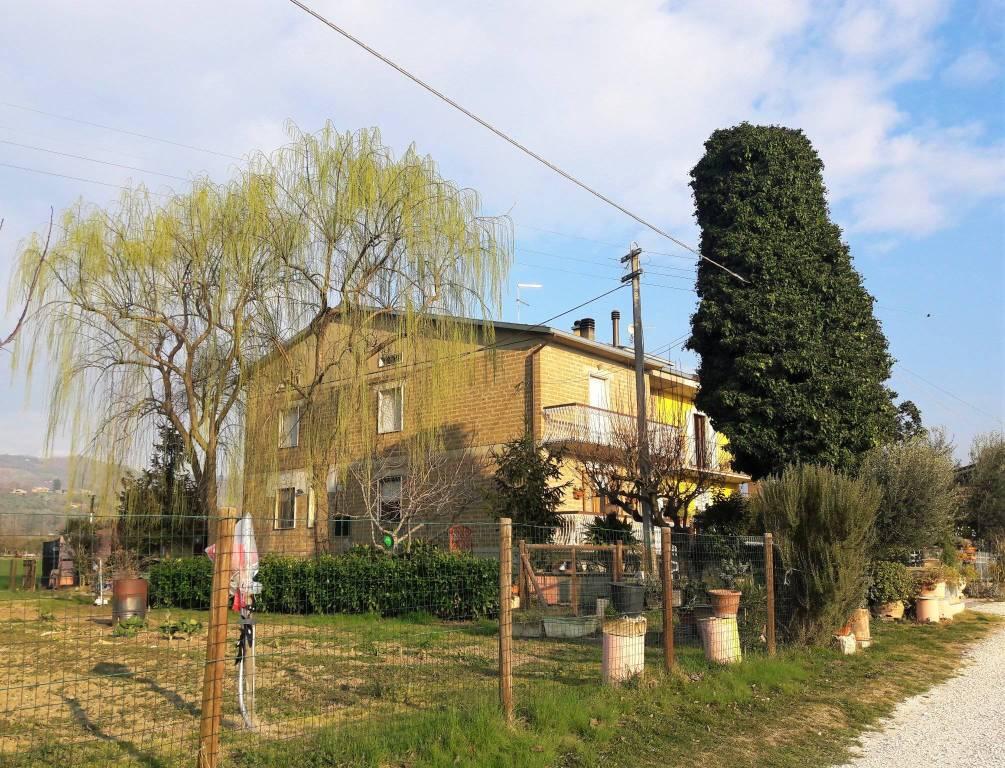 Casa indipendente 5 locali in vendita a Assisi (PG)