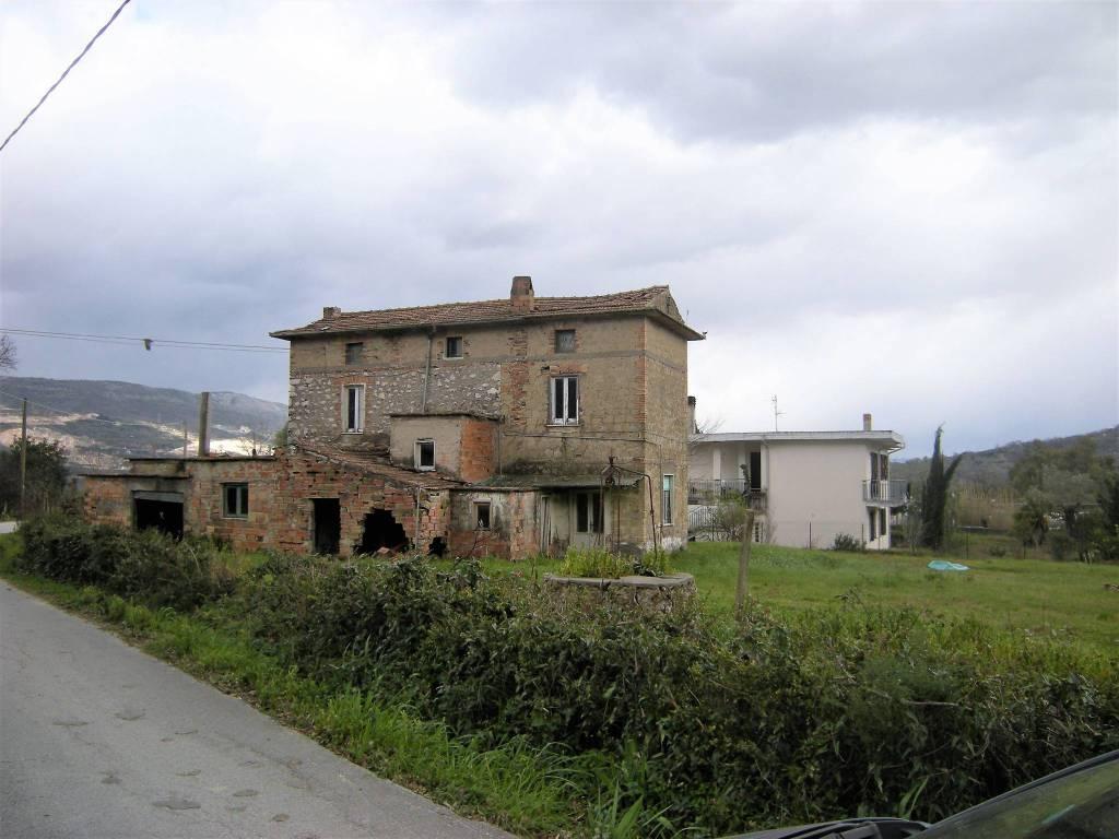 Rustico / Casale in vendita a Spigno Saturnia, 9999 locali, prezzo € 70.000   CambioCasa.it