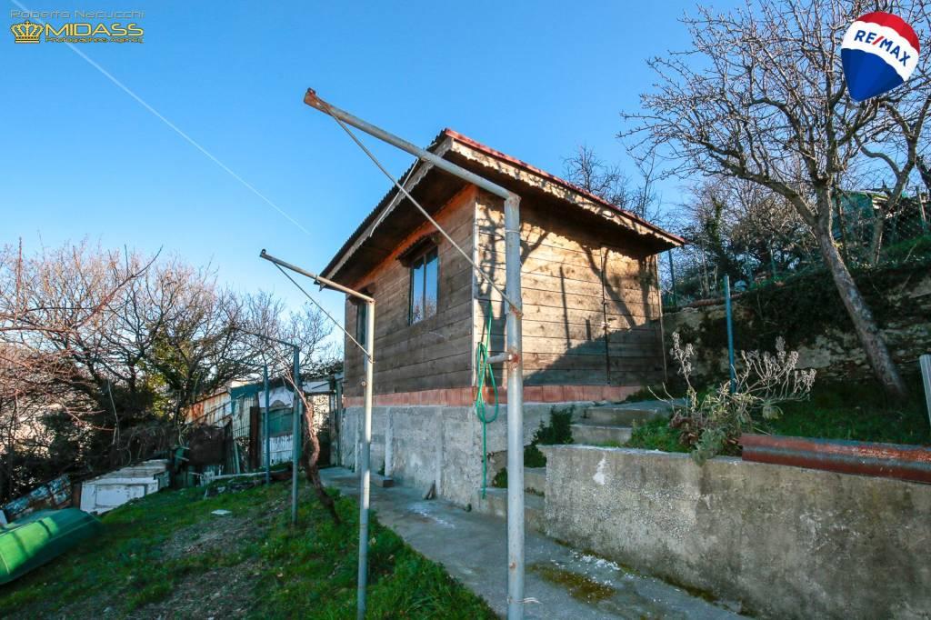 Foto 1 di Villa via Castelluccio 37, Genova (zona Sampierdarena, Certosa-Rivarolo)