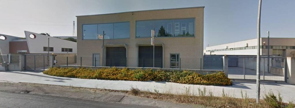 Negozio / Locale in affitto a Arnesano, 3 locali, Trattative riservate | CambioCasa.it