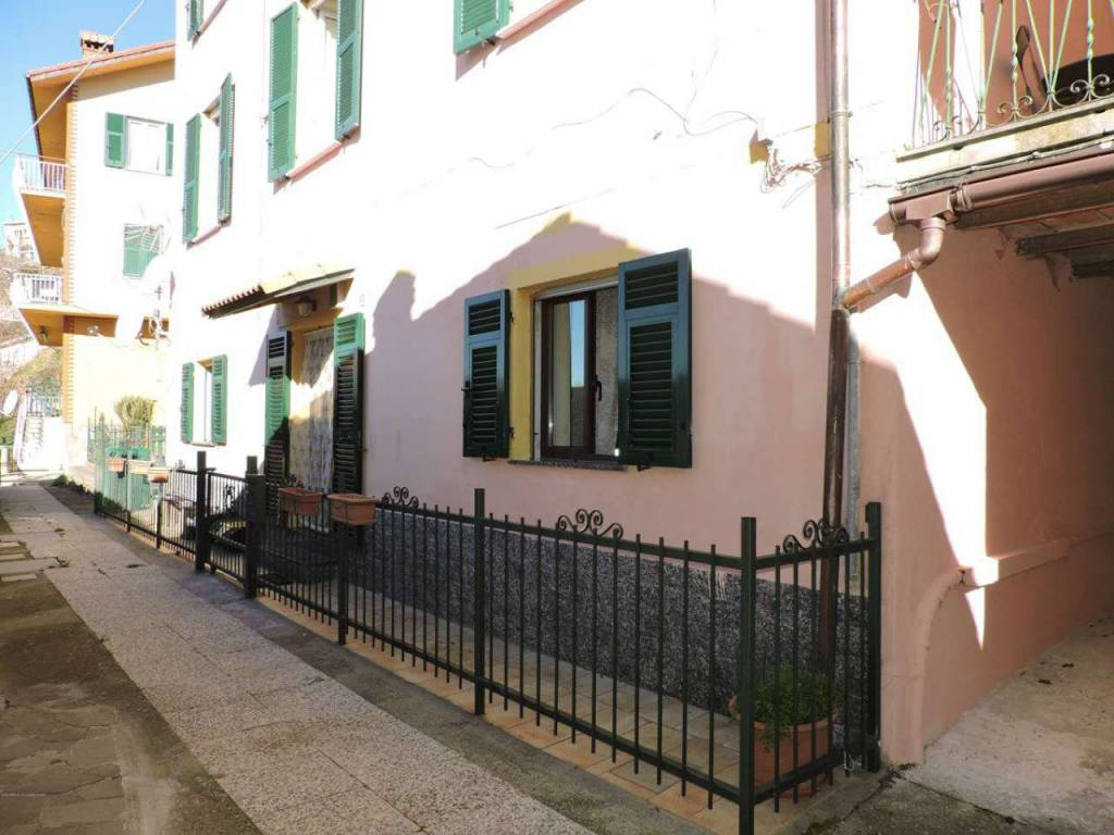 Appartamento in vendita a Serra Riccò, 3 locali, prezzo € 100.000   CambioCasa.it