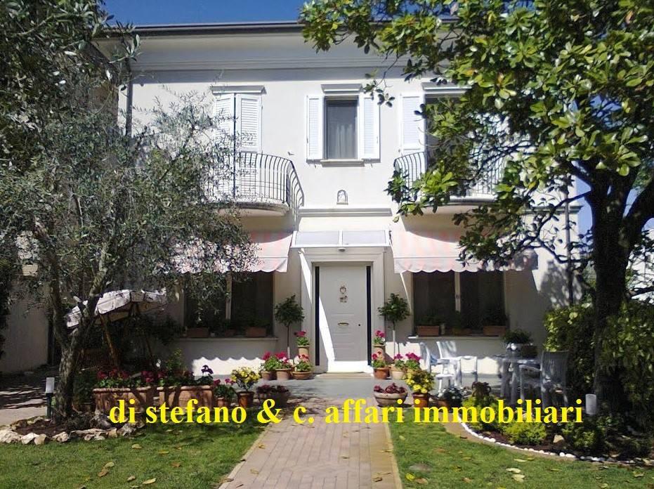 Foto 1 di Villa piazza Tre Martiri 31A, Rimini