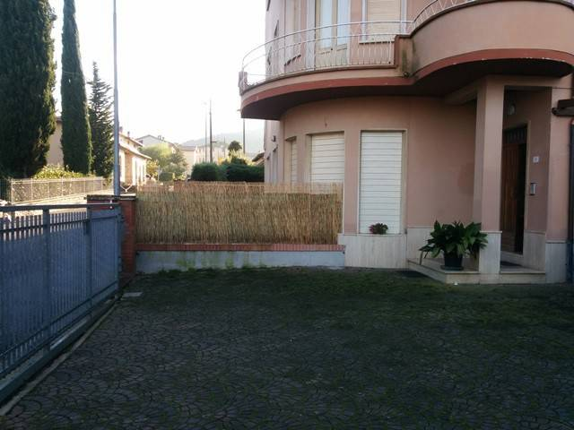 Appartamento in Affitto a Magione: 4 locali, 100 mq