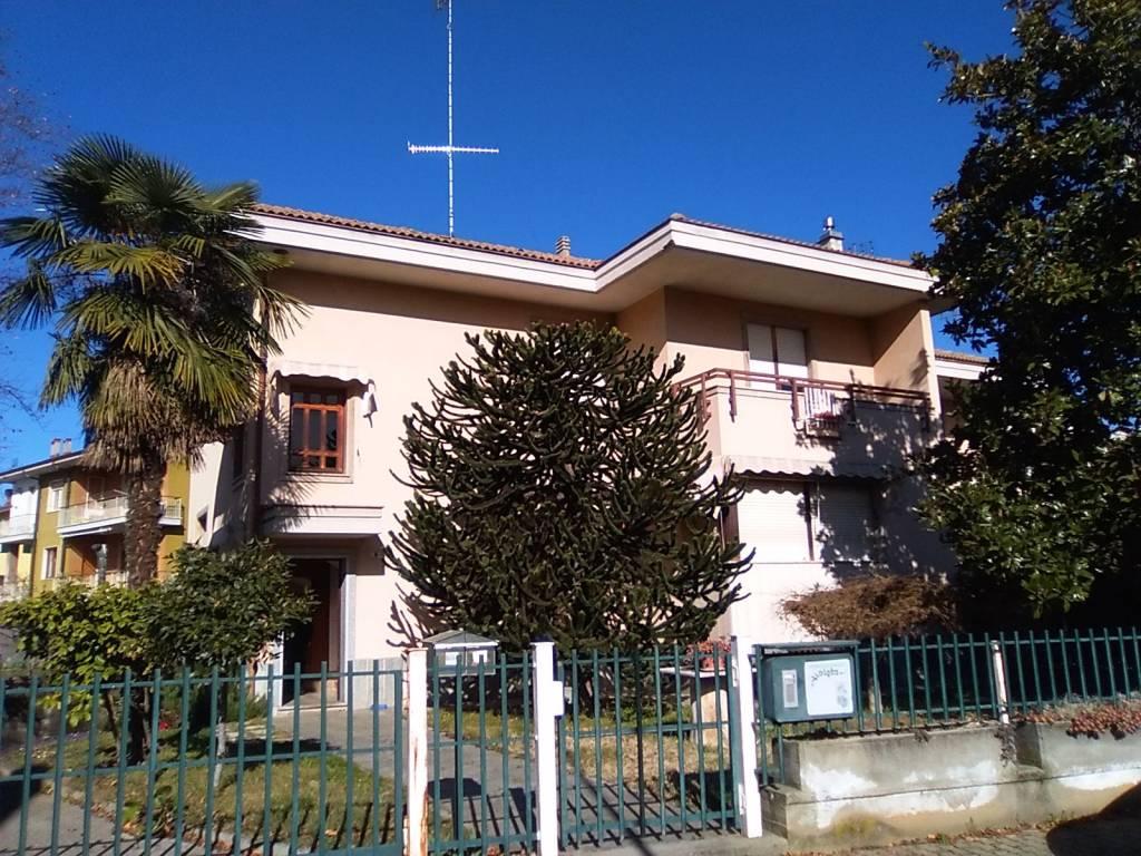 Foto 1 di Villa via Palmiro Togliatti, Borgo San Dalmazzo