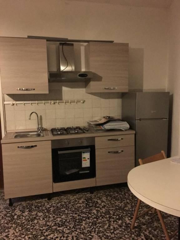 Appartamento in buone condizioni arredato in affitto Rif. 9303278