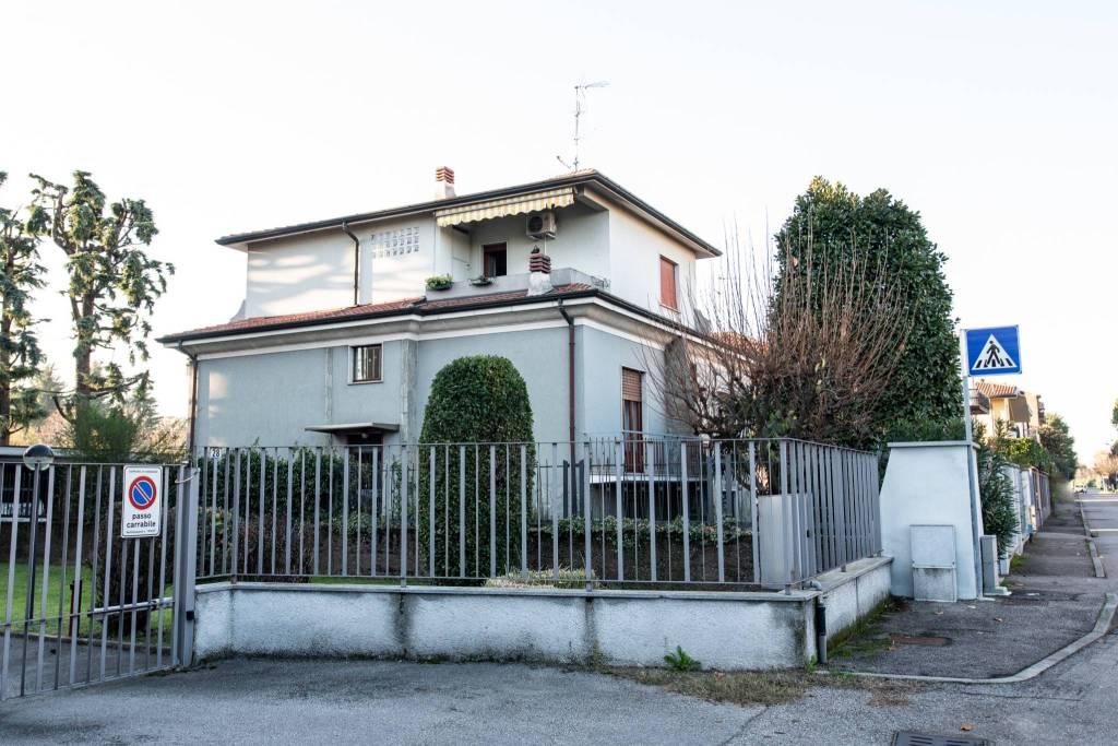 Villa in vendita a Vanzago, 7 locali, prezzo € 337.000 | CambioCasa.it
