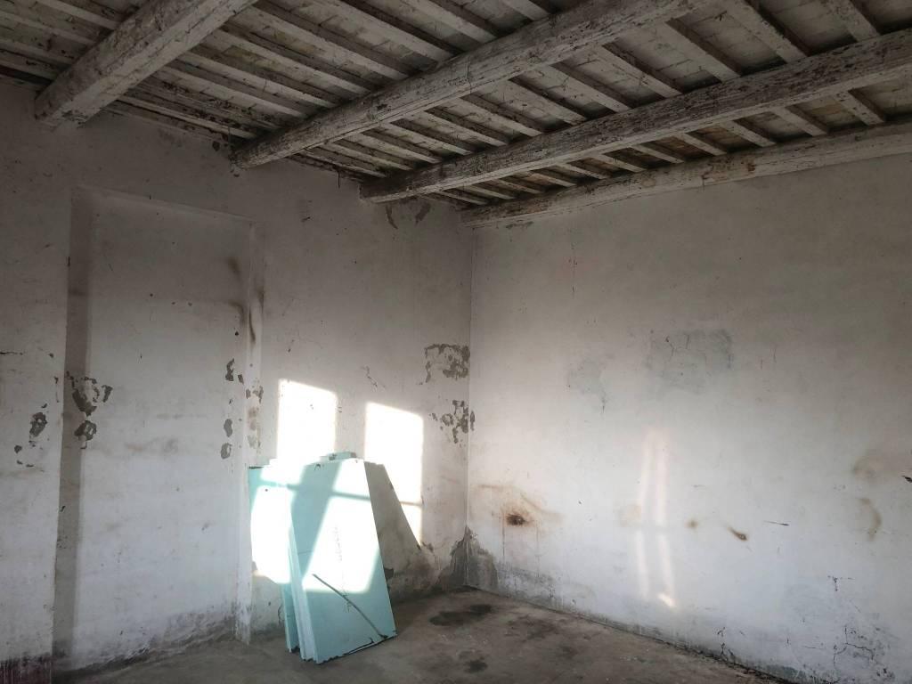 Rustico / Casale in vendita a Mozzagrogna, 4 locali, prezzo € 40.000 | CambioCasa.it