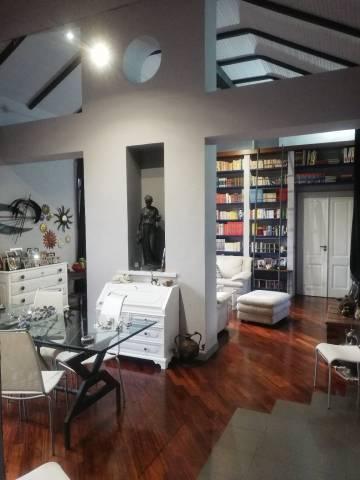 VERCELLI CENTRO Casa d'epoca ristrutturato, luminosissimo P. 3° Ingresso/doppio soggiorno soppalcab