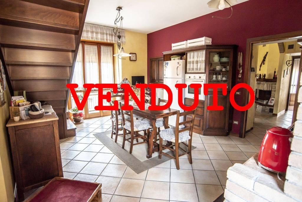 Appartamento in ottime condizioni in vendita Rif. 7251870