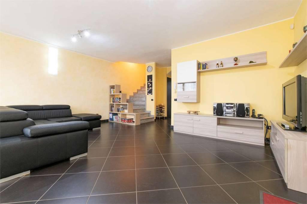 Villa in vendita a Daverio, 5 locali, prezzo € 395.000 | PortaleAgenzieImmobiliari.it