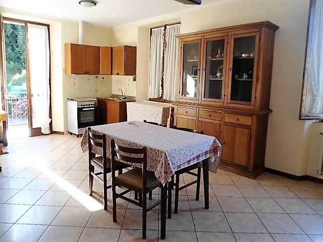 Appartamento in buone condizioni arredato in vendita Rif. 8269199