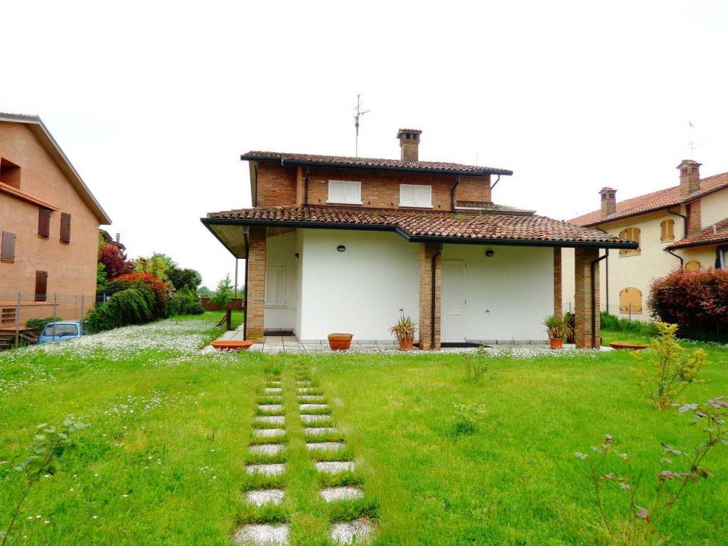 Villa in Affitto a Ferrara Periferia Est: 5 locali, 270 mq