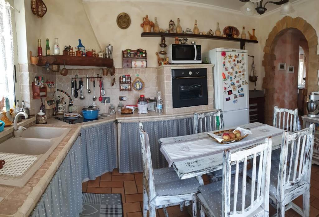 Villa in vendita a Roma, 5 locali, zona Zona: 42 . Cassia - Olgiata, prezzo € 280.000 | CambioCasa.it
