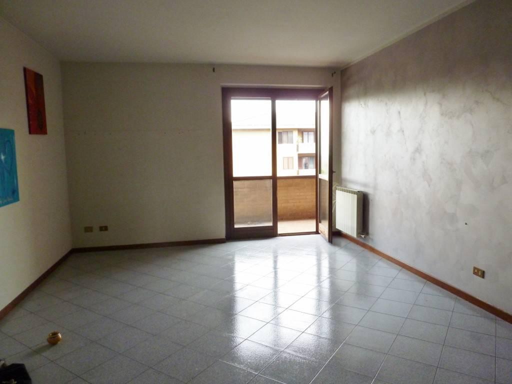 Appartamento in affitto a Calusco d'Adda, 3 locali, prezzo € 550 | CambioCasa.it