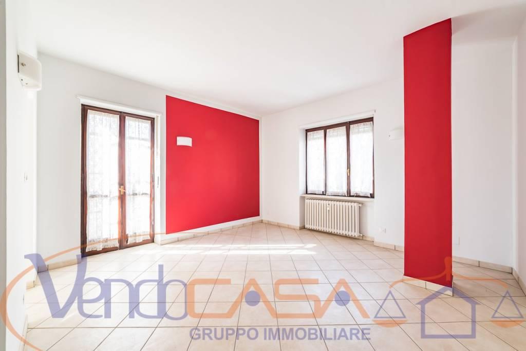 Foto 1 di Trilocale corso Vittorio Veneto 36, Savigliano